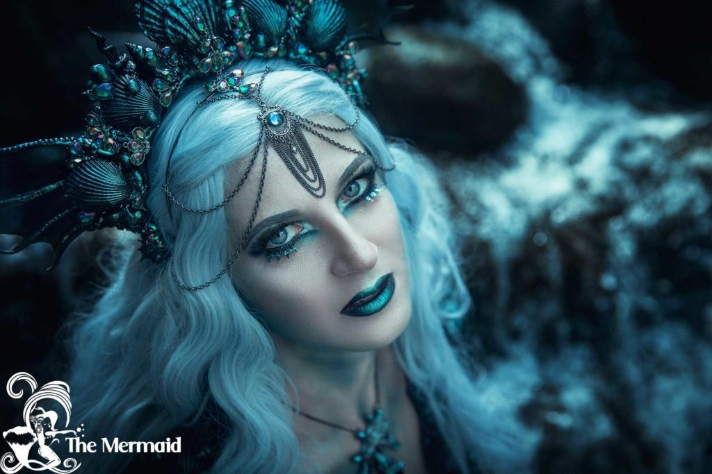 Perücken sind zum Meerjungfrauen-Kostüm an Halloween ein Muss. (Aufnahme: Rekii Fotografie).
