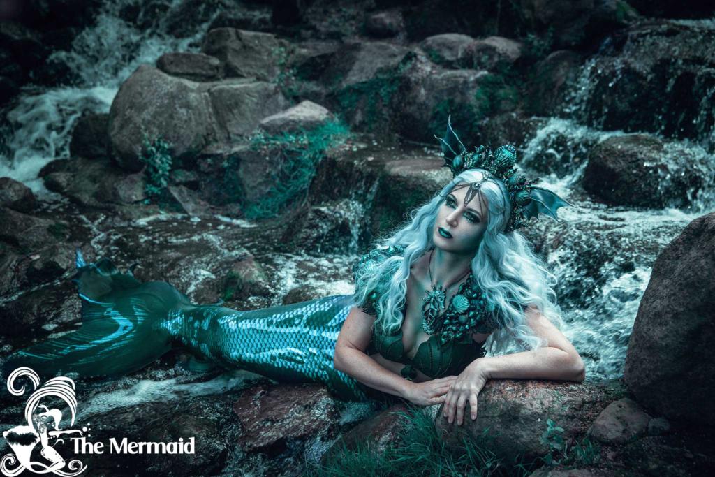 Hier siehst Du mich beim Foto-Shooting im Meerjungfrauen-Kostüm mit Make-up und Accessoires. (Aufnahme: Rekii Fotografie).
