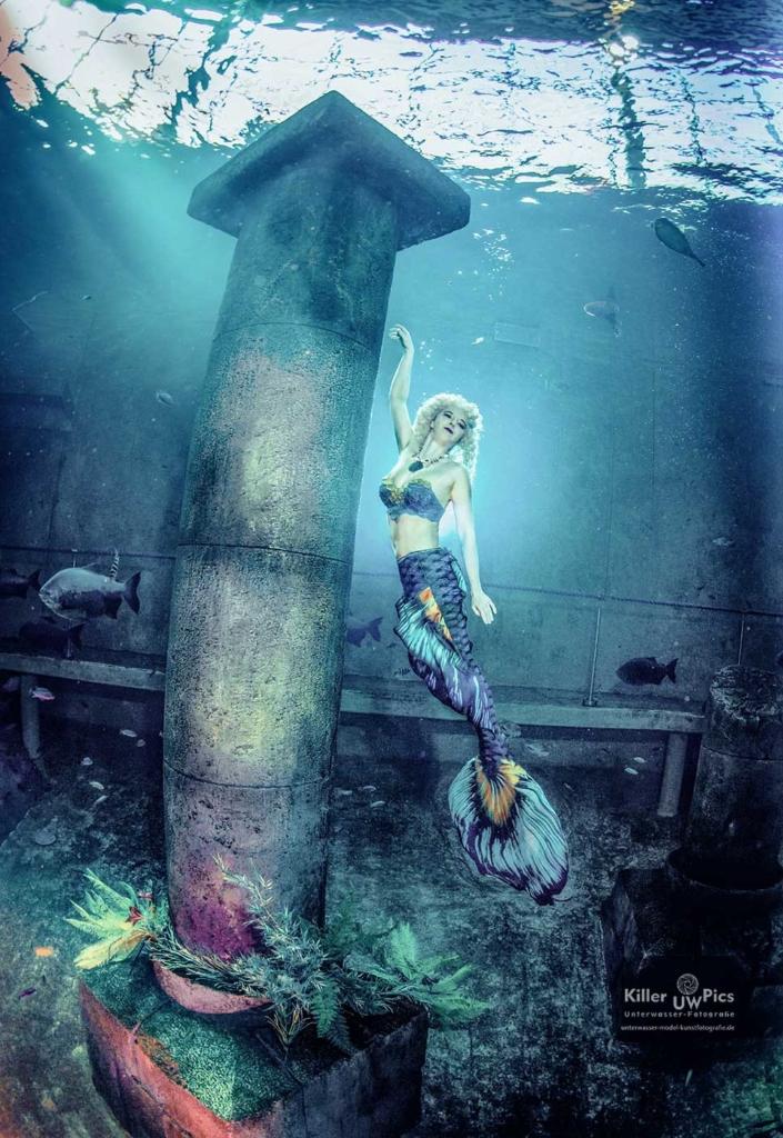 Ich beim Schwimmen mit einer Meerjungfrauenflosse. (Foto: Konstantin Killer)