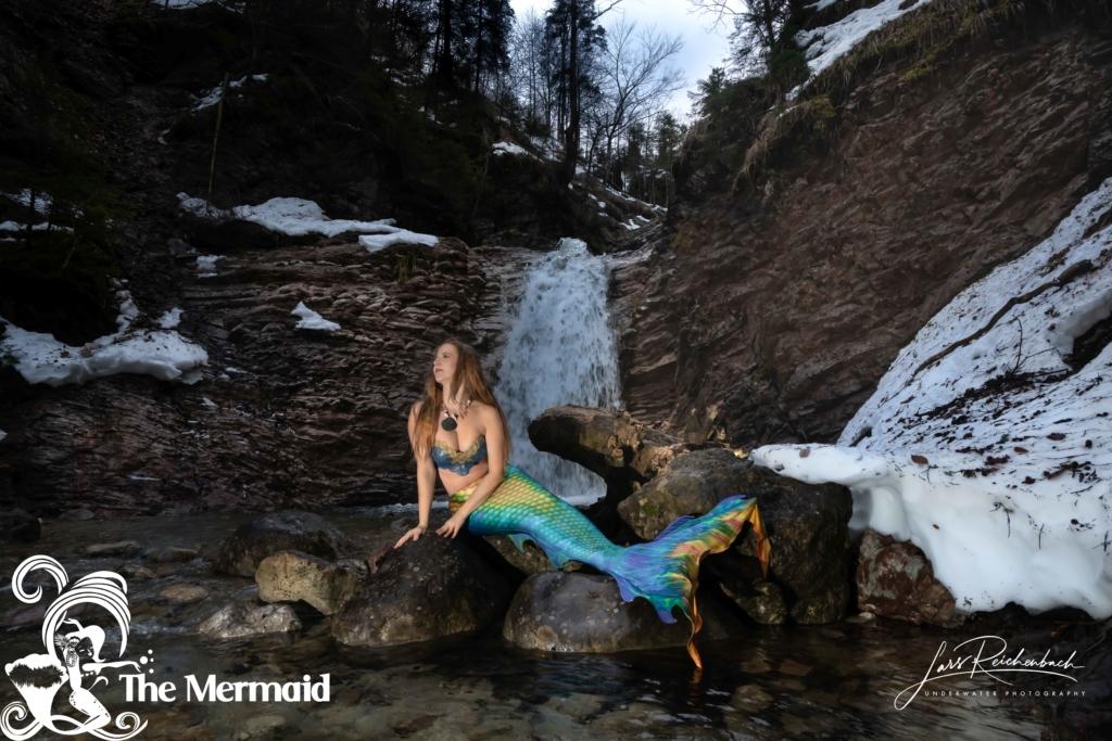 Mein extremes Meerjungfrauen-Shooting am Winter-Wasserfall.